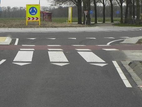 tekens op het wegdek, strepen zebrapad, verkeer groep 7