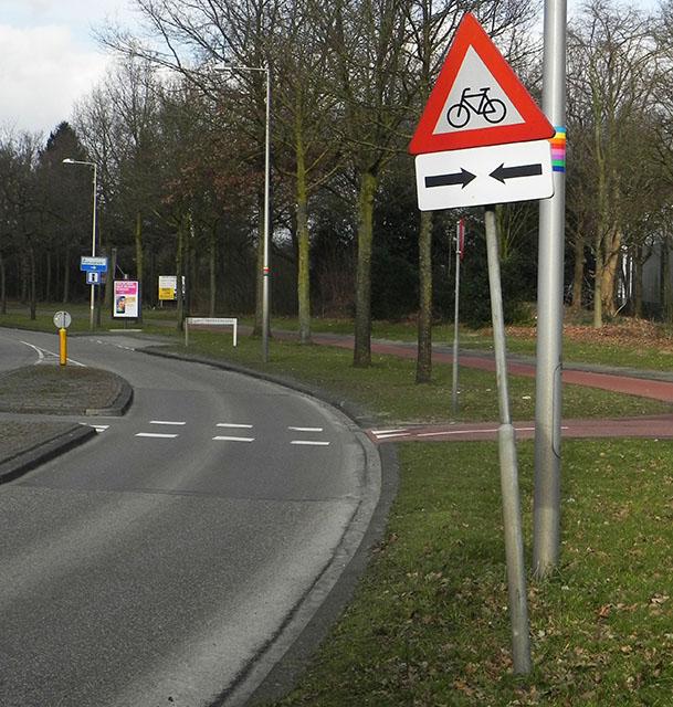 Oversteekplaats voor fietsers, pas op! Verkeersborden oefenen groep 7 en 8